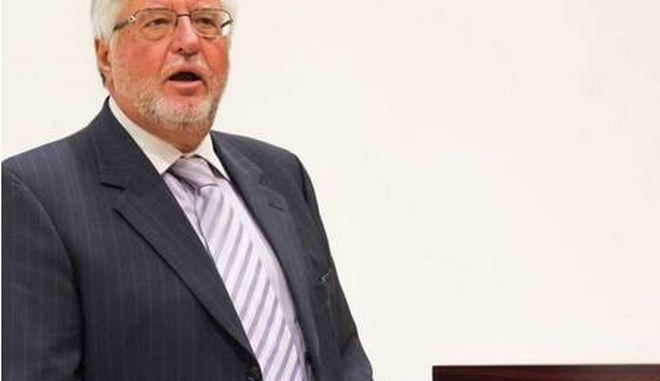 Πρέσβης Αλ. Μαλλιάς: Θεσμική υποχρέωση η συνεννόηση των πολιτικών δυνάμεων
