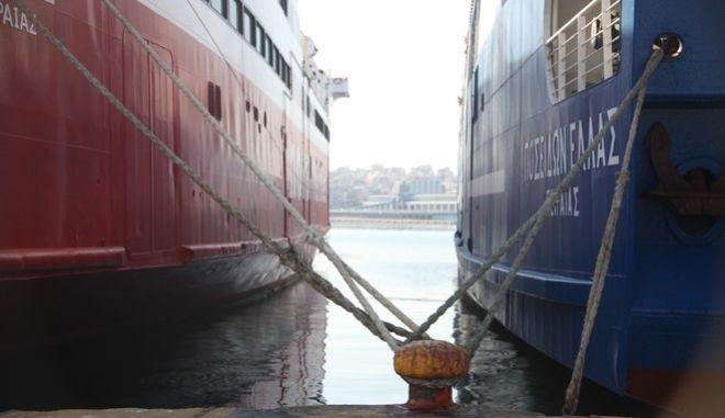 Δεμένο πλοίο στο λιμάνι του Πειραιά μετά την κήρυξη πανελλαδικής απεργίας από την ΠΝΟ, την Πέμπτη 24 Νοεμβρίου 2106..(EUROKINISSI/ΑΛΕΞΑΝΔΡΟΣ ΖΩΝΤΑΝΟΣ)
