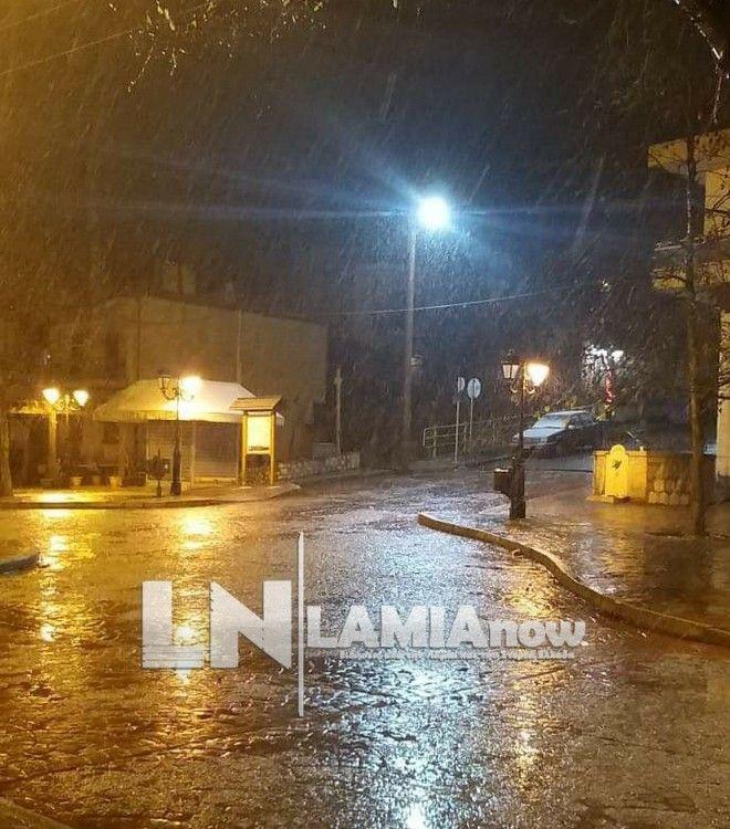 Χιονόπτωση στη Λαμία