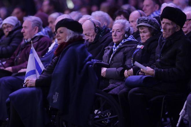 Eπιζώντες του Ολοκαυτώματος παρευρίσκονται σε επετειακή τελετή στο στρατόπεδο συγκέντρωσης του Άουσβιτς, Δευτέρα, 27 Ιανουαρίου 2020.