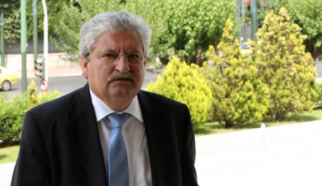 Στιγμιότυπο από την συνεδρίαση της ειδικής διαρκούς επιτροπής της βουλής εξοπλιστικών προγραμμάτων και συμβάσεων.Στην φωτογραφία ο ειδικός γραμματέας του ΣΔΟΕ Γιάννης Διώτης ,Πέμπτη 7 Ιουλίου 2011