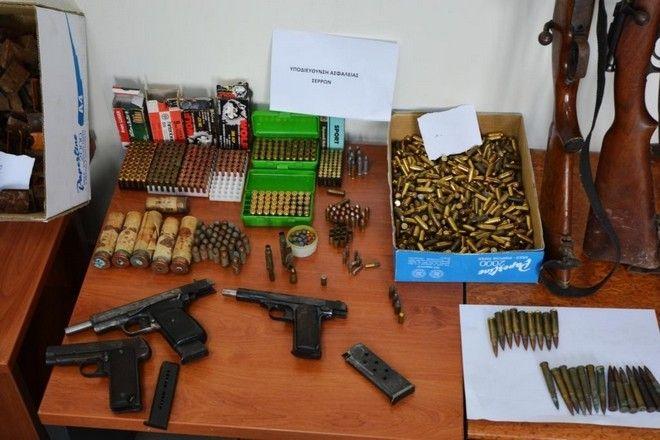 Σέρρες: Έκρυβε ολόκληρο οπλοστάσιο στο σπίτι του