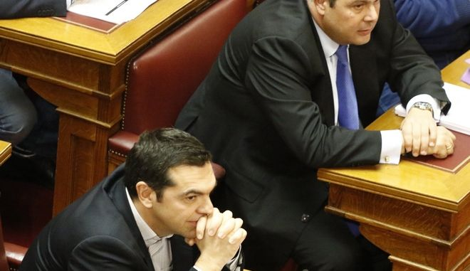 Τσίπρας και Καμμένος στα έδρανα της Βουλής