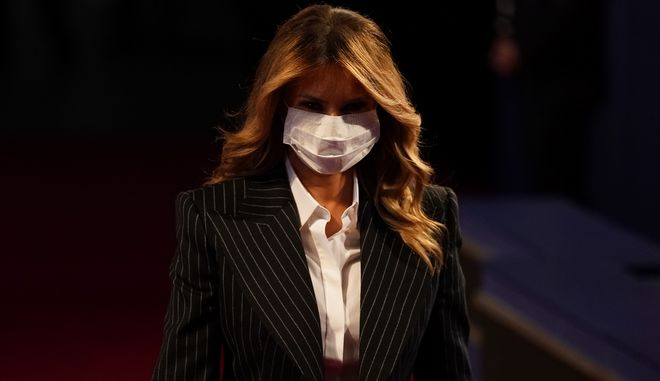 Η Μελάνια με μάσκα.
