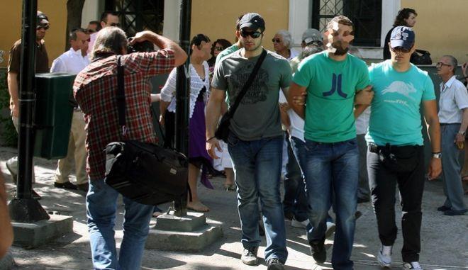 Στον ανακριτή σήμερα πέντε ακόμη κρατούμενοι μέλη της σπείρας που ευθύνονται για την απαγωγή του εφοπλιστή Περικλή Παναγόπουλου. Ήδη έχουν προφυλακιστεί πέντε άλλα μέλη της σπείρας που απολογήθηκαν χθες,Πέμπτη 9 Ιουλίου 2009 (EUROKINISSI/ΤΑΤΙΑΝΑ ΜΠΟΛΑΡΗ)