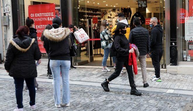 Καταστήματα στην Ερμού κατά τη διάρκεια του lockdown