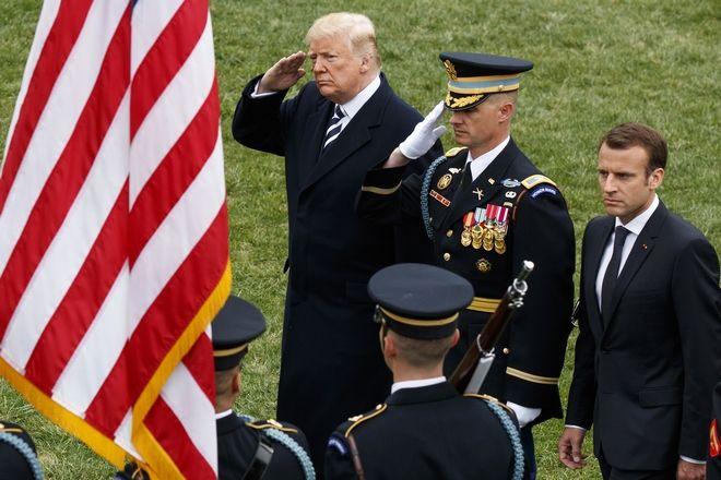 Τραμπ και Μακρόν στην τελετή άφιξης στον Λευκό Οίκο