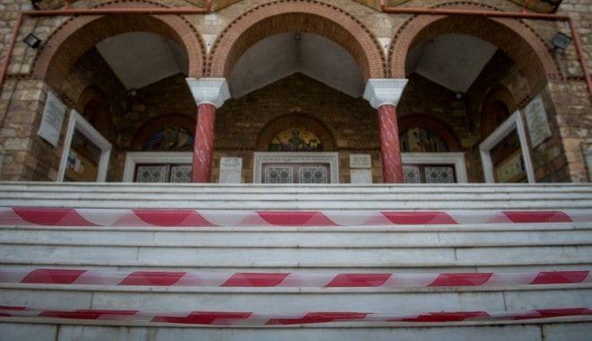 Απαγορεύεται η είσοδος στους ναούς κατά την τέλεση της λειτουργίας