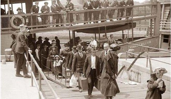 """Όταν οι Έλληνες """"λαθρομετανάστες"""" εισέβαλαν στην Αμερική"""