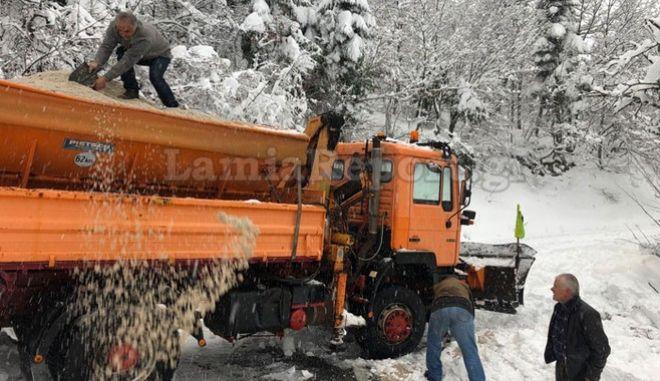 Αίσιο τέλος για 50 εκδρομείς στο Γαρδίκι Ομιλαίων: Τους απεγκλώβισαν από τα χιόνια