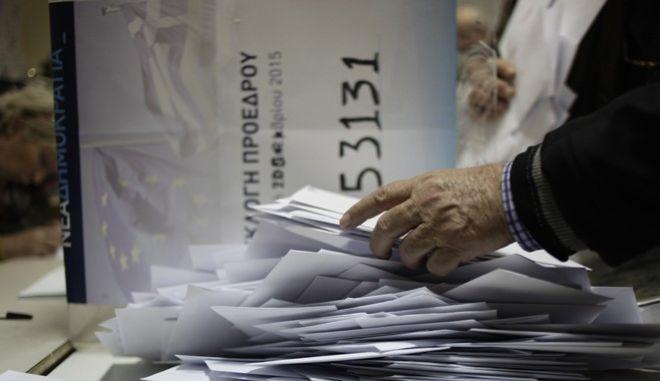 Στη ΝΔ ακόμη περιμένουν τα φαξ: Αργά το απόγευμα τα επίσημα αποτελέσματα
