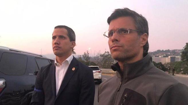 O Λόπες μαζί με τον Γκουαϊδό στη βάση της Καρλότα
