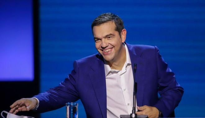 """Πώς ο ΣΥΡΙΖΑ """"κεντράρει"""" το Μαξίμου και τον πρωθυπουργό για τις μάσκες"""