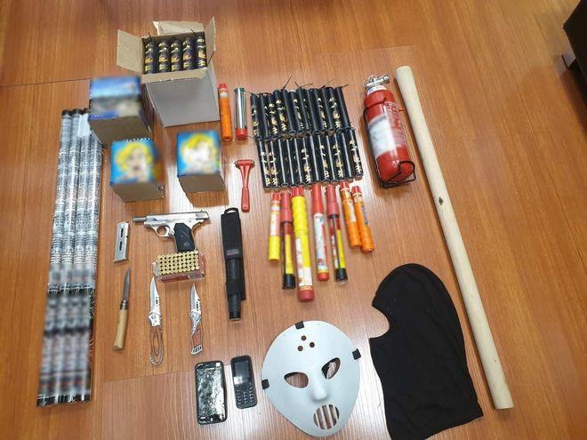 Σύλληψη οπαδού για τα επεισόδια στο Ολυμπιακός-Μπάγερν Μ. Κ19. Βρήκαν όπλα στο σπίτι του