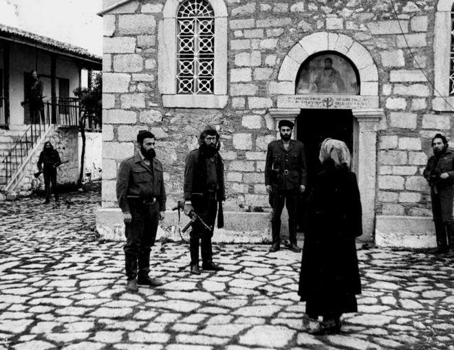 Οι Κυριάκος Κατριβάνος, Γρηγόρης Ευαγγελάτος και Εύα Κοταμανίδου σε σκηνή από την ταινία