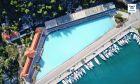 Η ελληνική ηφαιστειακή πισίνα από θειάφι που χύνεται στη θάλασσα