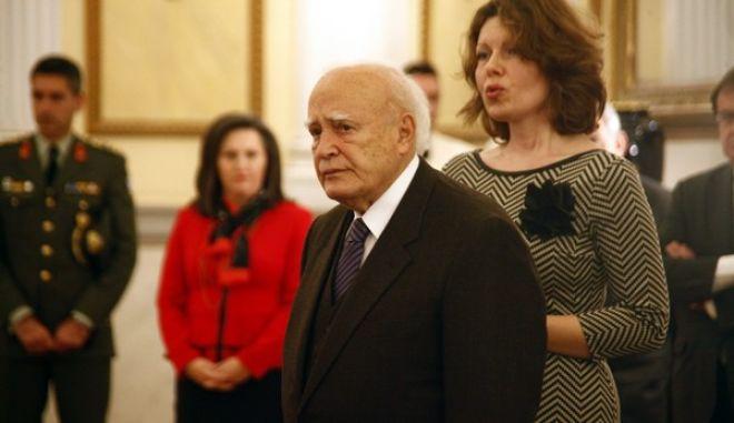 ΑΘΗΝΑ-Ο Πρόεδρος της Δημοκρατίας κ.Κάρολος Παπούλιας, δέχθηκε  τις ηγεσίες   των Ελληνο-αμερικανικών οργανώσεων American Hellenic Institute (AHI) με επικεφαλής τον Πρόεδρο κ. Nick Larigakis, American Hellenic Educational Progressive Association (AHEPA)  με επικεφαλής τον Ύπατο Πρόεδρο κ. Anthony Kouzounis, καθώς και τις ηγεσίες  των Αμερικανο-εβραϊκών οργανώσεων B'nai  Β' rith και Conference of Presidents of the Major Jewish Organizations, στο πλαίσιο της κοινής επίσκεψής τους στο Ισραήλ, την Κύπρο και την Ελλάδα,Τετάρτη 15 Ιανουαρίου 2014. (EUROKINISSI-ΚΩΣΤΑΣ ΚΑΤΩΜΕΡΗΣ)