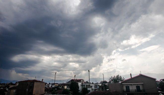 Έκτακτο δελτίο επιδείνωσης του καιρού: Έρχονται καταιγίδες, θυελλώδεις άνεμοι και χαλάζι