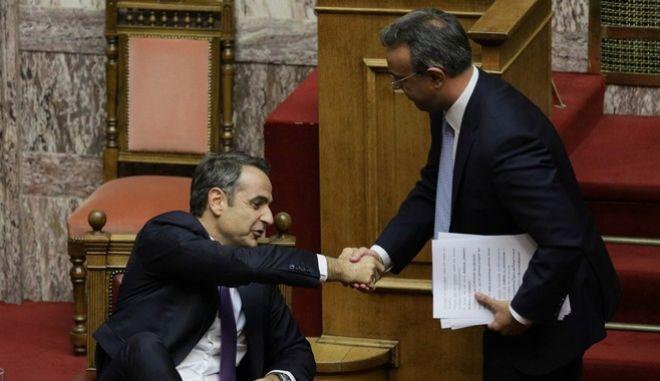 Ο πρωθυπουργός, Κ. Μητσοτάκης, με τον υπουργό Οικονομικών, Χρ. Σταϊκούρα (Φωτογραφία αρχείου)