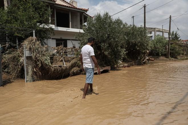 Στιγμιότυπο από την περιοχή Μπούρτζι της Εύβοιας την Κυριακή 9 Αυγούστου 2020. Η περιοχή επλήγη από καταστροφικές πλημμύρες το βράδυ του Σαββάτου 8/8. (EUROKINISSI/ΣΤΕΛΙΟΣ ΜΙΣΙΝΑΣ)