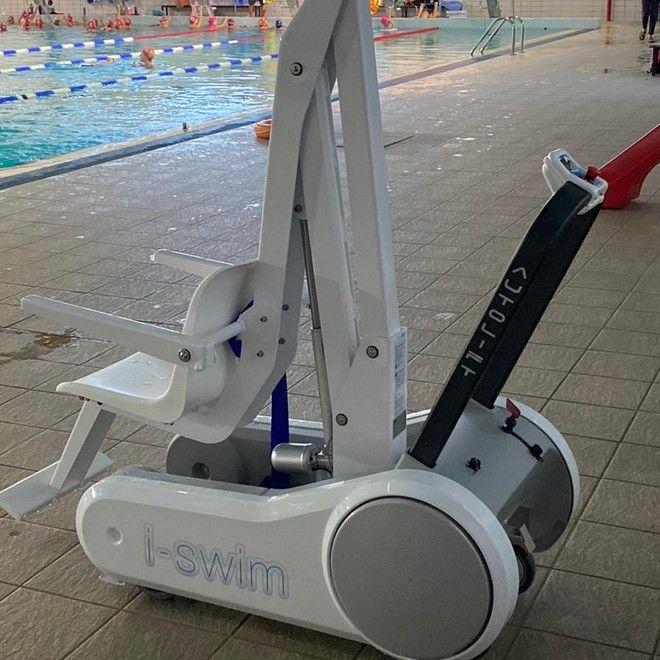 ΟΠΑΝΔΑ: Πρόσθεσε αναβατόρια για άτομα με κινητικά προβλήματα σε δύο κολυμβητήρια