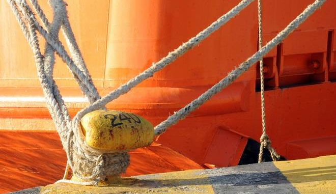 Οι θυελλώδεις βοριάδες εντάσεως έως και 10 μποφόρ κρατούν δεμένα τα πλοία στο λιμάνι του Πειραιά όπου είναι σε ισχύ απαγορευτικό απόπλου την Τετάρτη 11 Δεκεμβρίου 2013.  (EUROKINISSI/ΑΝΤΩΝΗΣ ΝΙΚΟΛΟΠΟΥΛΟΣ)