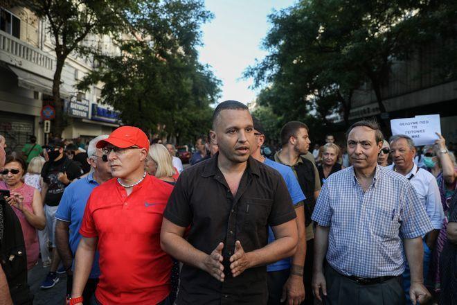 Συγκέντρωση κατά μεταναστών και προσφύγων κον΄τα στην πλατεία Βικτωρίας από ομάδες πολιτών που αυτοαποκαλούνται