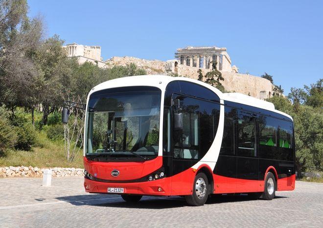 Το ηλεκτρικό λεωφορείο BYD με φόντο την Ακρόπολη, Φωτογραφία Αρχείου