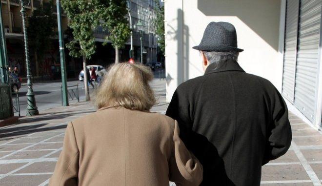 Ζευγάρι ηλικιωμένων - φωτογραφία αρχείου
