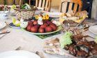 Πασχαλινό τραπέζι: Πόσες θερμίδες έχει κάθε ένα από τα αγαπημένα φαγητά της ημέρας