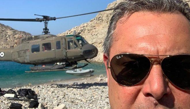 """Ο Καμμένος πήγε βόλτα με ελικόπτερο του στρατού - """"Ντροπή"""" λέει η ΝΔ"""