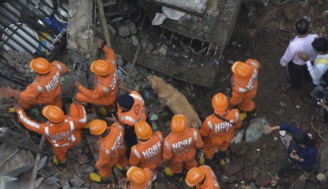 Επιχείρηση διάσωσης στην Ινδία μετά από κατάρρευση οροφής