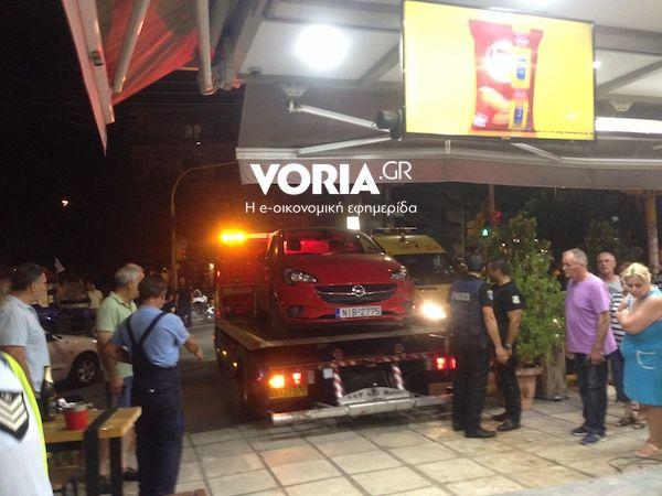 Αυτοκίνητο 'μπούκαρε' σε κρεπερί στη Θεσσαλονίκη