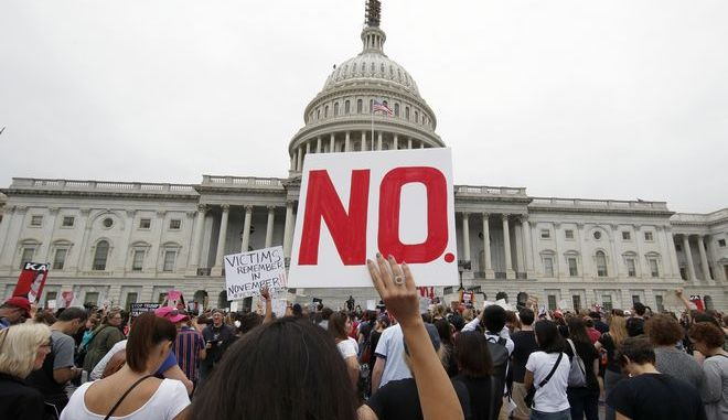 Διαδηλωτές έξω από το Καπιτώλιο διαμαρτύρονται για τον διορισμό του Μπρετ Κάβανο