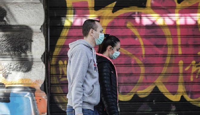 Πολίτες με μάσκες