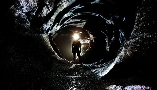 Εκπληκτικές εικόνες: H σπηλιά που θυμίζει τον 007