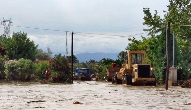 """Η βροχή """"έπνιξε"""" το Μπούρτζι στην Εύβοια"""