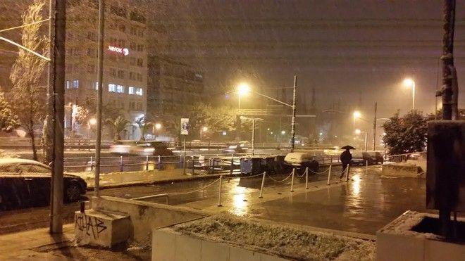 Σφοδρή χιονόπτωση στην Αττική. Στα
