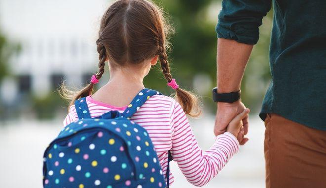 ΟΠΕΚΑ: Σε λειτουργία η πλατφόρμα για το επίδομα παιδιού