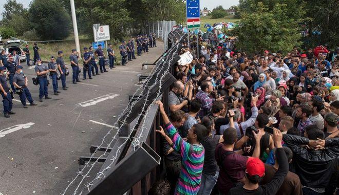 Ουγγαρία: Δημοψήφισμα για τη μετεγκατάσταση των προσφύγων στην ΕΕ