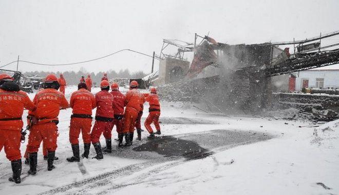 Κίνα: Έντεκα εργαζόμενοι παγιδευμένοι σε ανθρακωρυχείο