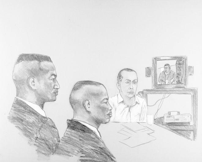 Από αριστερά ο Γιούσεφ Σαλάμ, ο Άντρον Μακρέι και Ρέιμοντ Σαντάνα σε σκίτσο του Robert Smith, παρακολουθούν στην αίθουσα του δικαστηρίου το βίντεο της κατάθεσης του Μακρέι. (AP Photo/Robert Smith)