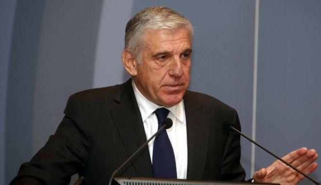 Ο πρώην υπουργός Οικονομίας και Οικονομικών, Γιάννος Παπαντωνίου, απευθύνει ομιλία στην ειδική εκδήλωση με θέμα: «Αποτύπωση της κρίσης: προτάσεις για την έξοδο» που διοργάνωσε το Εμπορικό και Βιομηχανικό Επιμελητήριο Αθήνας (ΕΒΕΑ), τη Δευτέρα 21 Δεκεμβρίου 2009. (EUROKINISSI // ΒΑΪΟΣ ΧΑΣΙΑΛΗΣ)