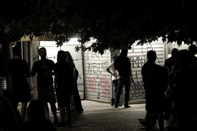 Συνωστισμός στην πλατεία Βαρνάβα