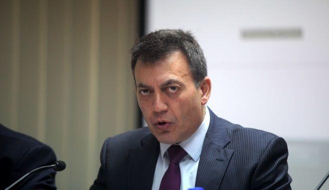 """Ο υπουργός Εργασίας, Κοινωνικής Ασφάλισης και Πρόνοιας Γιάννης Βρούτσης, ο υφυπουργός Βασίλης Κεγκέρογλου στο Εθνικό Κέντρο Δημόσιας Διοίκησης και Αυτοδιοίκησης όπου παρουσίασαν όλα τα στάδια της διαδικασίας υποβολής των αιτήσεων για το """"Εγγυημένο Κοινωνικό Εισόδημα"""" και τον διαδικτυακό τόπο στον οποίο γίνονται ηλεκτρονικά οι αιτήσεις των δικαιούχων. Συμμετείχαν μάλιστα, στο σεμινάριο, συνομιλώντας με τα στελέχη των 8 δήμων που εκπαιδεύονται τις τελευταίες ημέρες από τους επιμορφωτέες του ΕΚΔΔΑ, για την εφαρμογή του προγράμματος. (EUROKINISSI/ΚΩΣΤΑΣ ΚΑΤΩΜΕΡΗΣ)"""