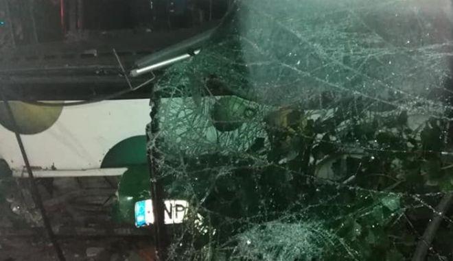 Λήστεψαν ντελιβερά και κατά την διαφυγή τους προκάλεσαν τροχαίο με λεωφορείο στο Μενίδι