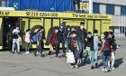 Ασυνόδευτα προσφυγόπουλα που προέρχονται από camp σε νησιά, στο αεροδρόμιο Ελ.Βενιζέλος, αναχωρώντας για Γερμανία.