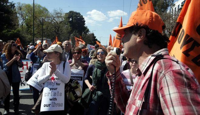 Συλλαλητήριο από καθηγητές, που απέχουν για τρίτη ημέρα από τα καθήκοντά τους, διαμαρτυρόμενοι για το μέτρο της διαθεσιμότητας, την Παρασκευή 21 Μαρτίου 2014. (EUROKINISSI/ΑΛΕΞΑΝΔΡΟΣ ΖΩΝΤΑΝΟΣ)