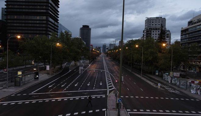 Κεντρικός δρόμος στη Μαδρίτη σε καιρό κορονοϊού