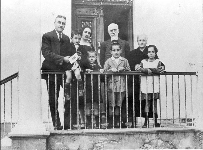 Ο Ελευθέριος Βενιζέλος στο σπίτι της οικογένειας Μητσοτάκη όπου και φιλοξενήθηκε από τον Απρίλιο του 1927 ως την άνοιξη του 1928